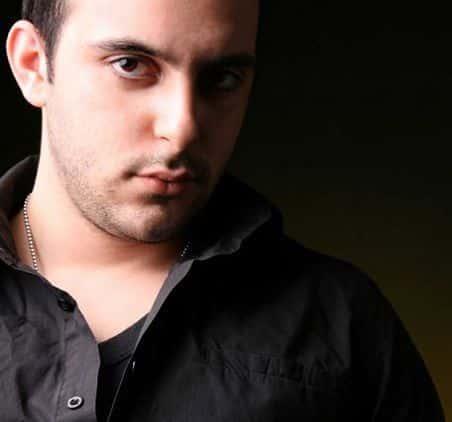 دانلود آهنگ رو درو دیوار این شهر از محمد زارع
